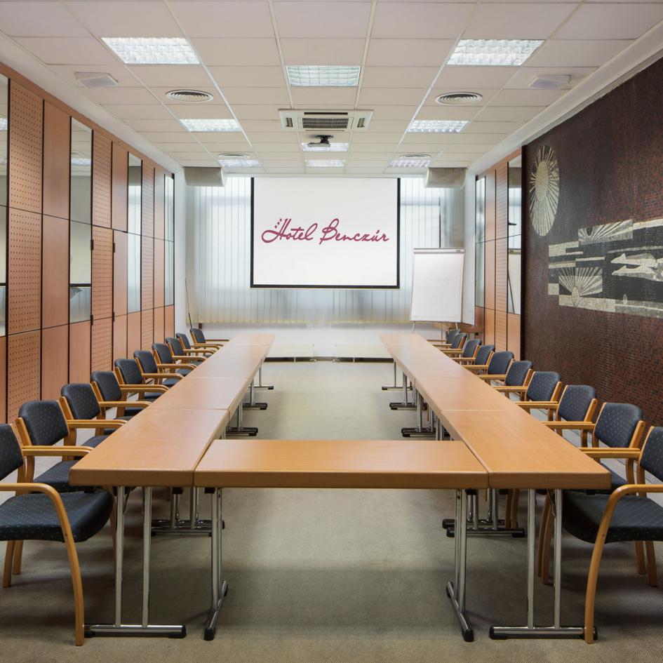 Hotel Benczúr conference room