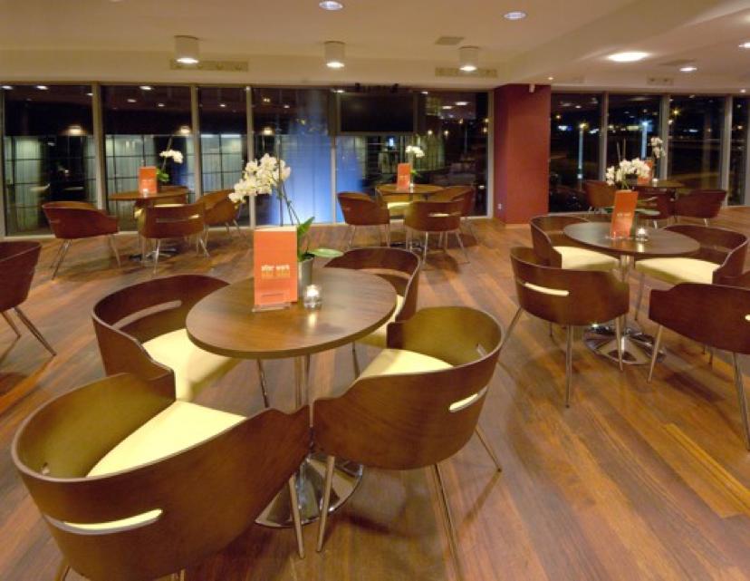 Qubus Hotel lobby