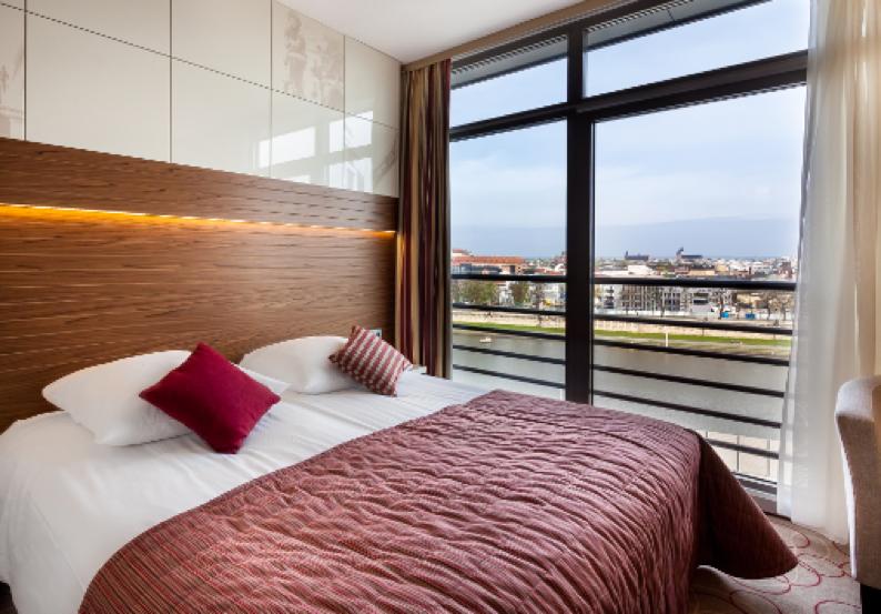 Qubus Hotel room