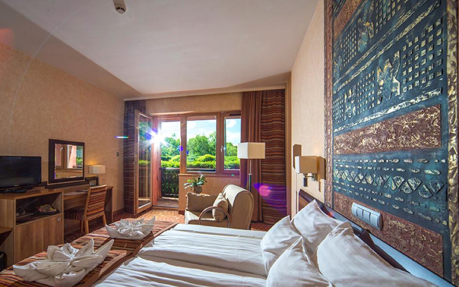SHIRAZ Hotel room 2