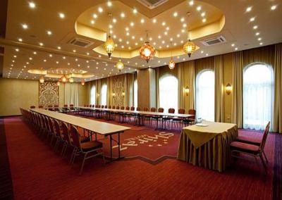 Meses_Shiraz_Hotel1